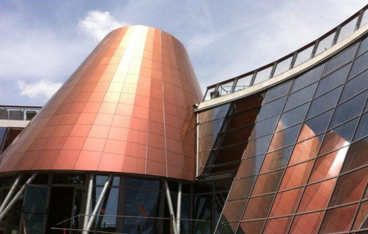 Pourquoi l'aluminium joue un rôle important dans la construction des façades